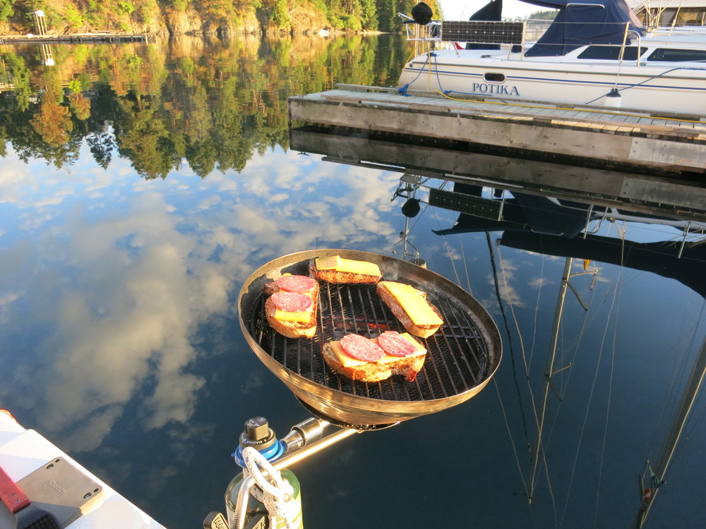 Extreme bbqing over the water