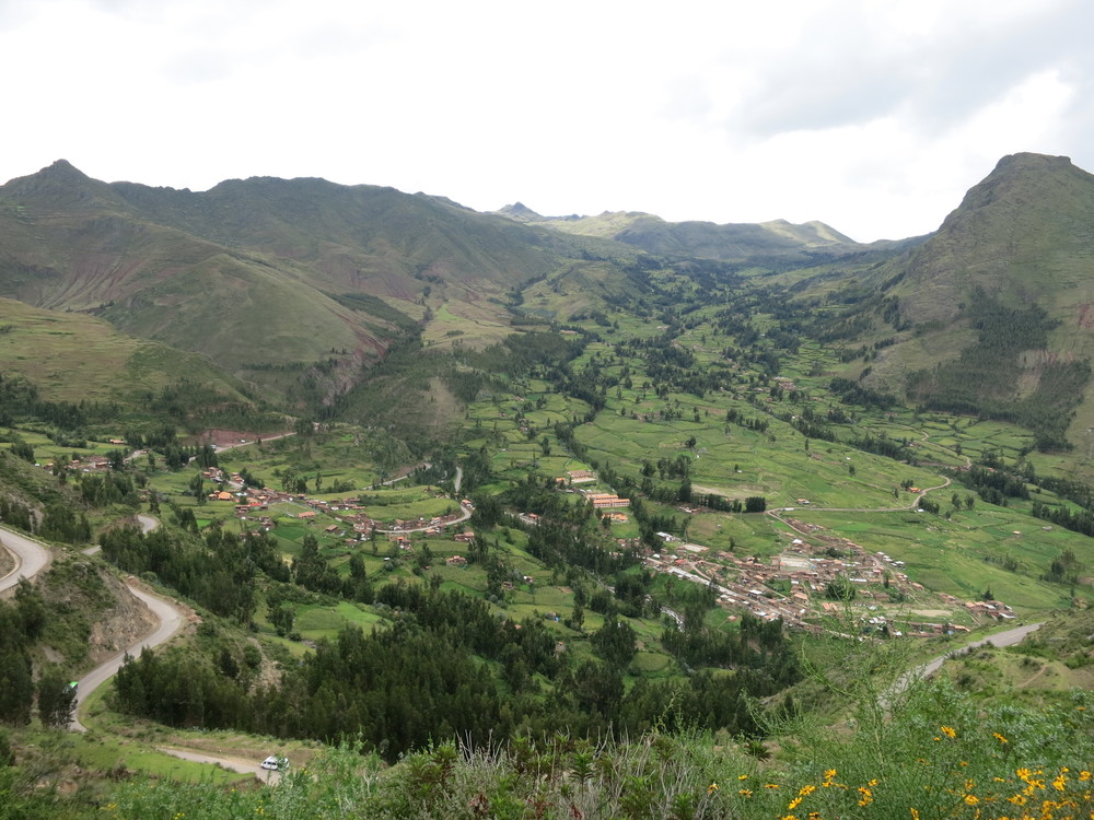 Driving into Pisac
