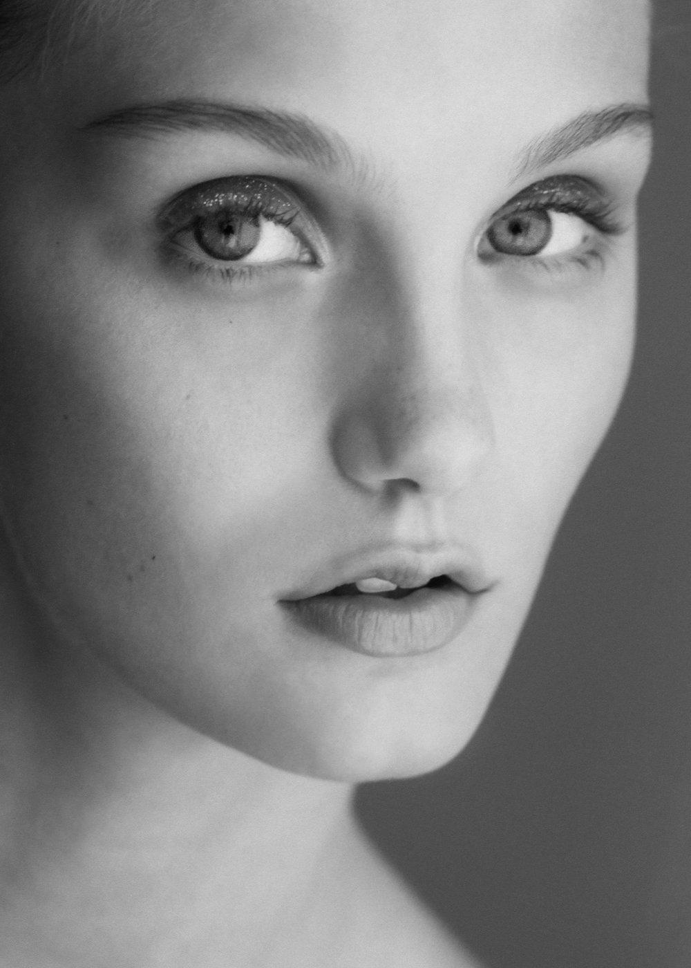 MODEL: JENNA NIOVICH   AGENCY: FORD