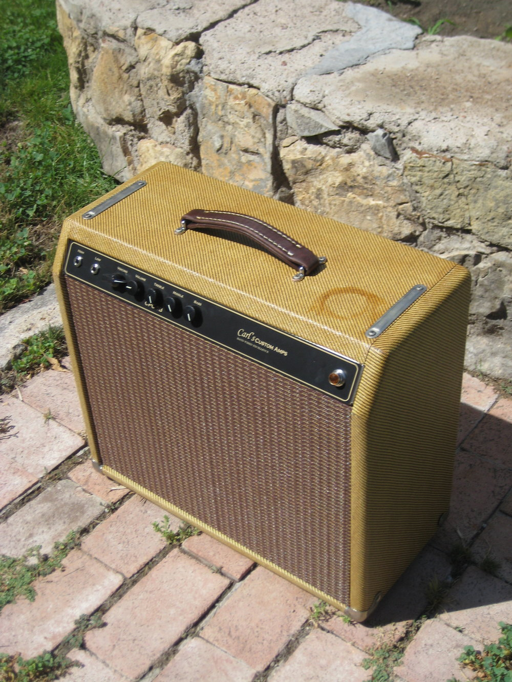 This custom build was really neat. The customer wanted the amp to be aged with a beer ring! It's got modified version of the Blackface Champ (more bite!) in there with a mids control and three way tone switch.
