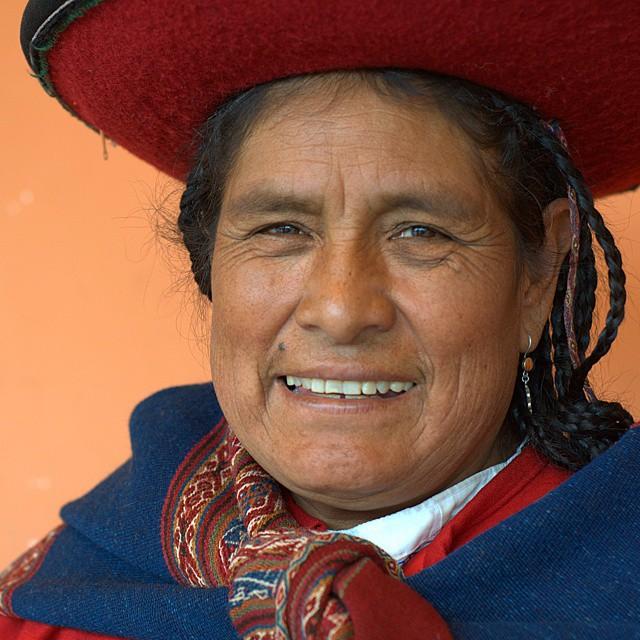 An extremely talented weaver in Chinchero, Peru. @ustoanyc @afarmedia @peru #traveldeeper #traveltogether #chinchero #peru