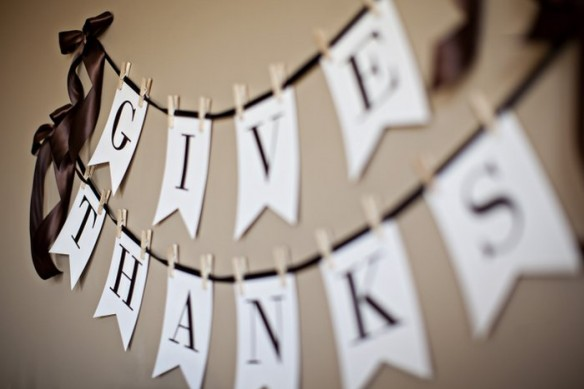"CLICK  TO DOWNLOAD THE ""GIVE THANKS"" PRINTABLE BANNER ♡ // We used this last year, and it's seriously like the best DIY banner we could find. It doesn't kill your printer ink, it looks adorable on shiny paper, and all you need is ribbon + mini clothes pins to hang it! (not to mention, the rest of the printables in the blog post above are adorable too)"