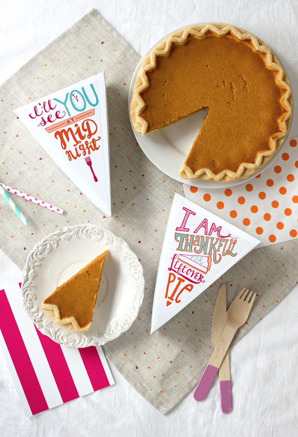 Okay these are just amazing. Everyone knows the best part about Thanksgiving is...leftovers! ♡  Download the pie box template  here  (just print the bottom at 100% and the lid at 110%) // Download the pie labels  here  and print on adhesive paper.