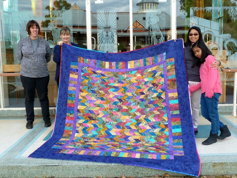 Chris King and daughter Alison present the quilt to Agnes