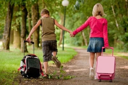 Kinderen met koffertje.jpg