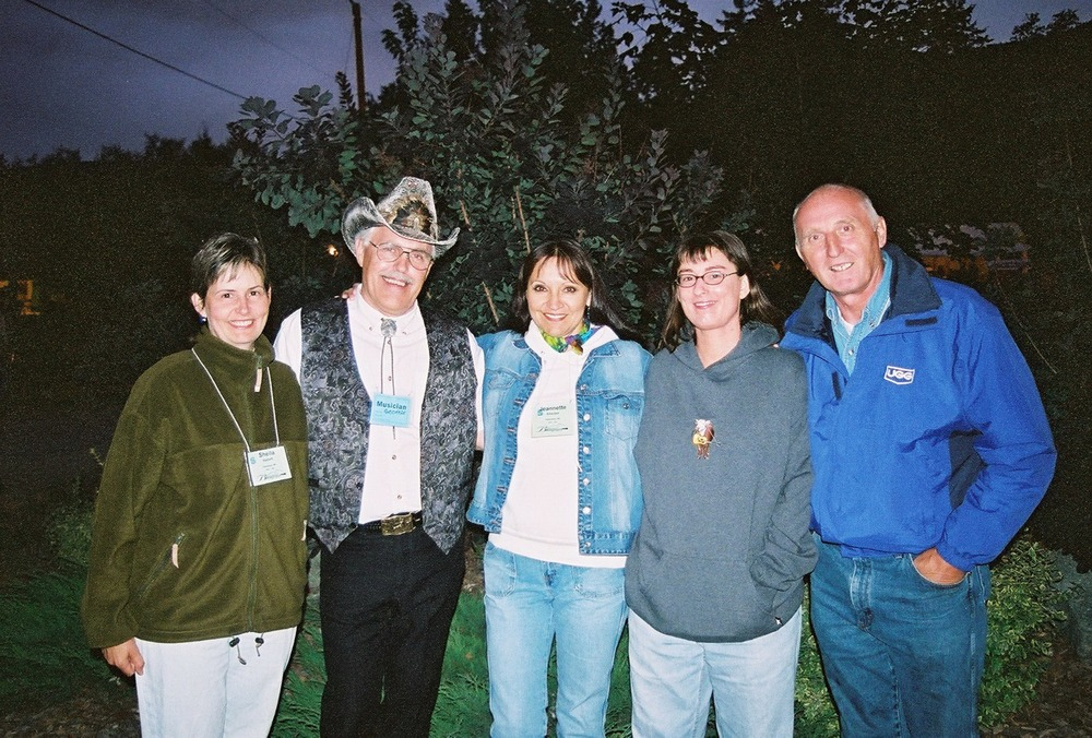 Sheila & Jeannette with George McKnight, and Wildwood Flower bandmates Toby Tellier & Ed Zenko at Sorrento