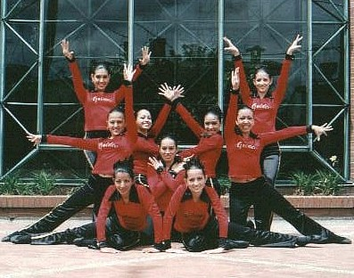 2000 Elite Jazz & Pom Team.jpg