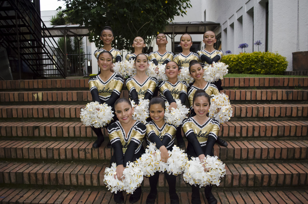 JUNIOR FREESTYLE POM TEAM