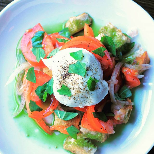 This salad is what your summer has been missing. Boom. Heirloom tomatoes and burrata are a match made in foodie heaven 😍 . . . . #annarboreats #italianfood #tomato #salad #foodporn #yum