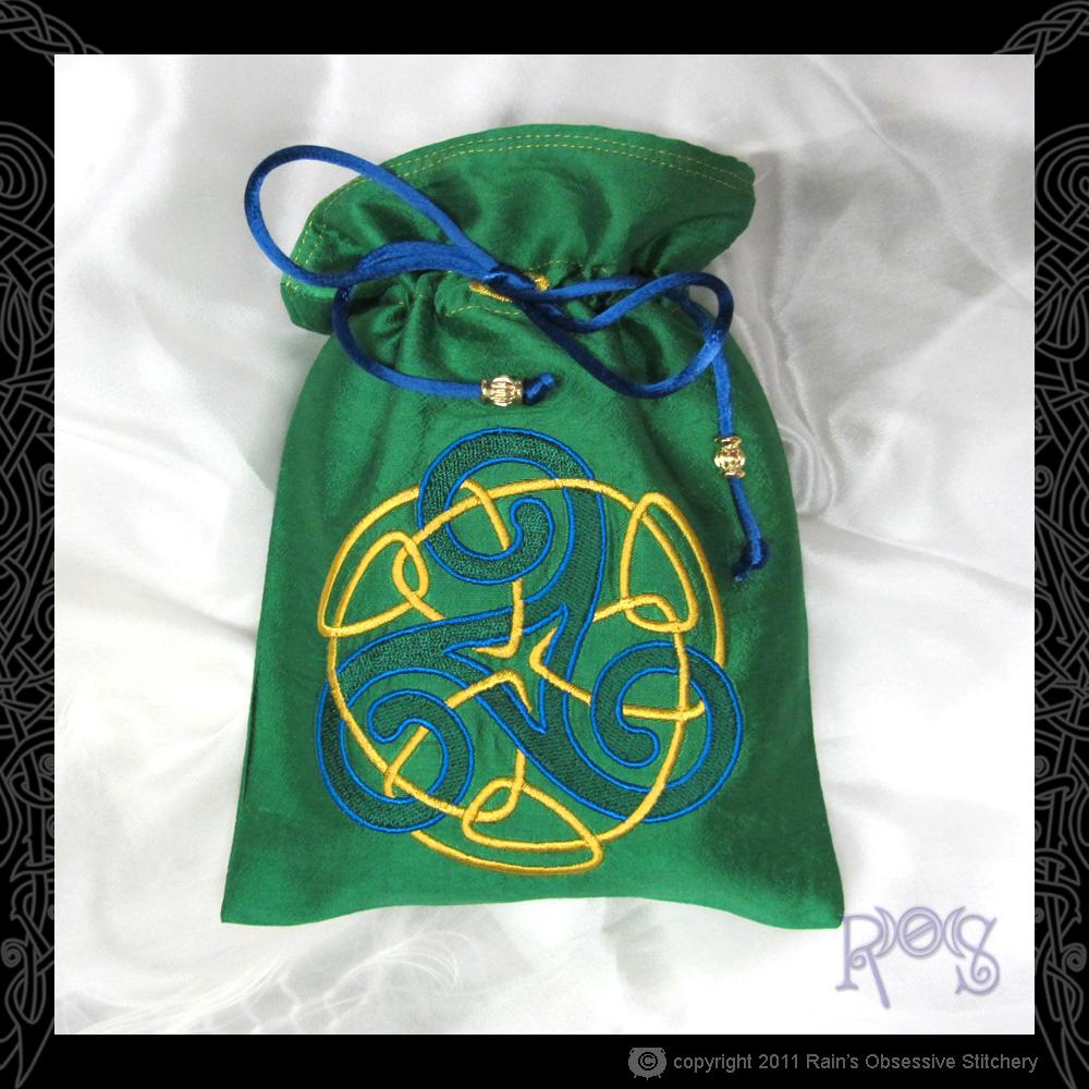 tarot-bag-green-UT-triskelle.jpg