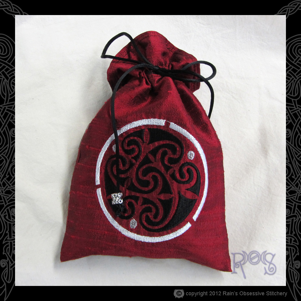 tarot-bag-red-celtic-spiral.JPG