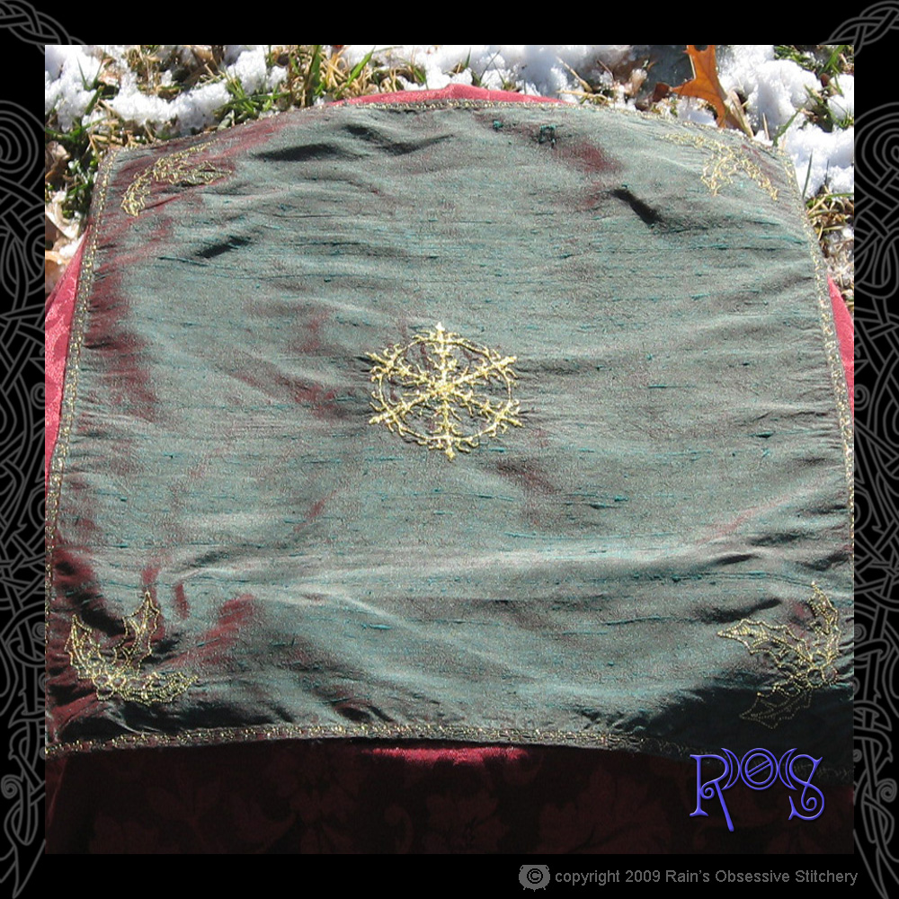 altar-cloth-yule-3.jpg