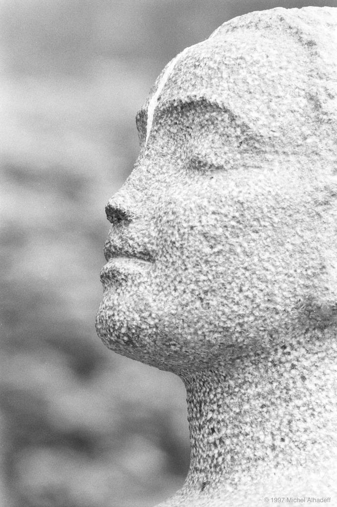 Bien-être  ( well-being ): Sensation agréable procurée par la satisfaction de besoins physiques, l'absence de tensions psychologiques.