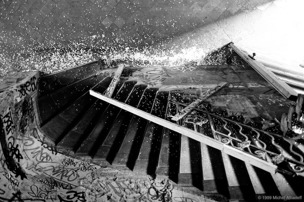 Rêve  ( dream ): Suite de phénomènes psychiques se produisant pendant le sommeil. Construction de l'imagination à l'état de veille, pensée qui cherche à échapper aux contraintes du réel. Chose très jolie, charmante.