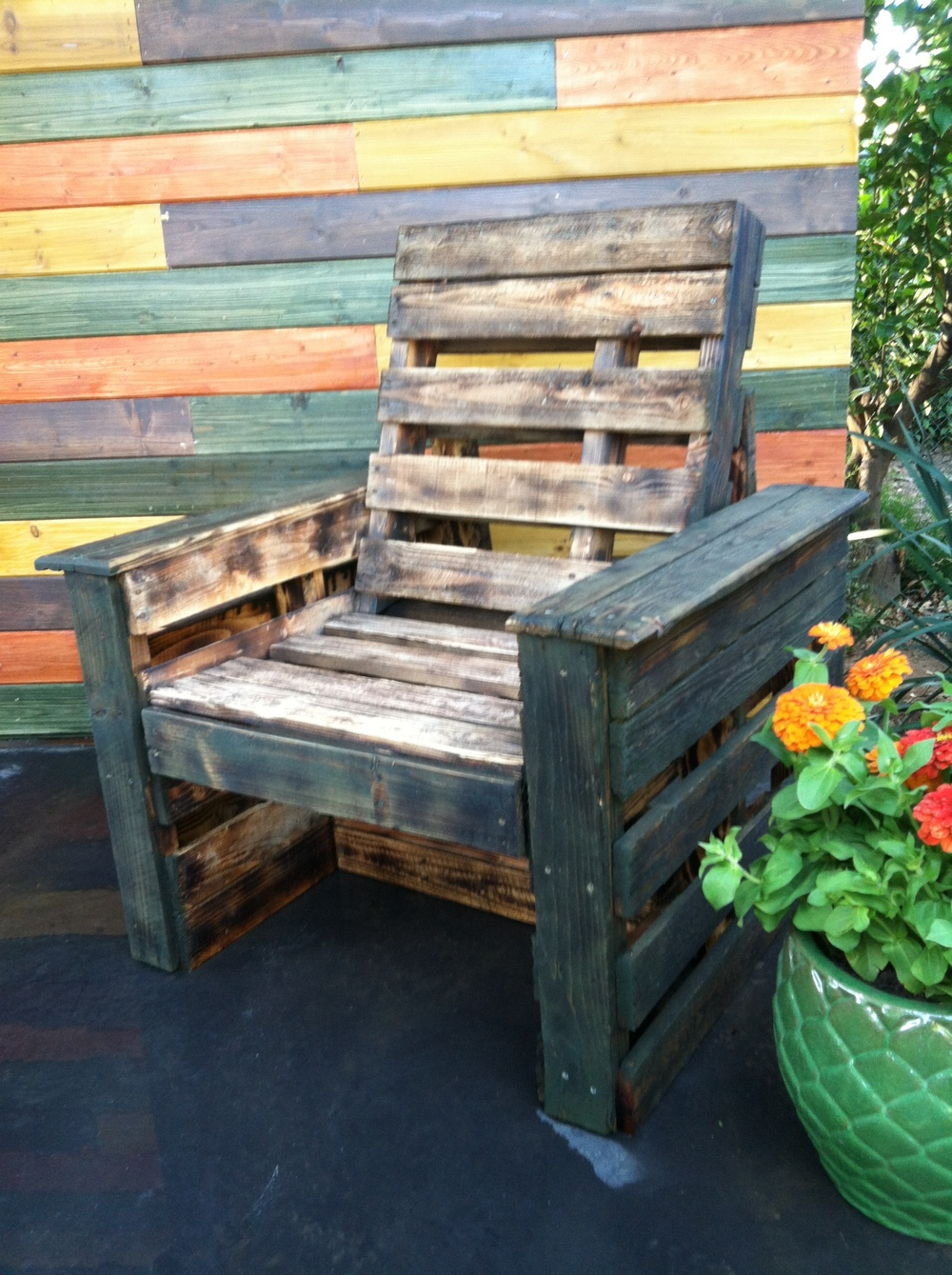 Yard Crasher pallet chair.JPG