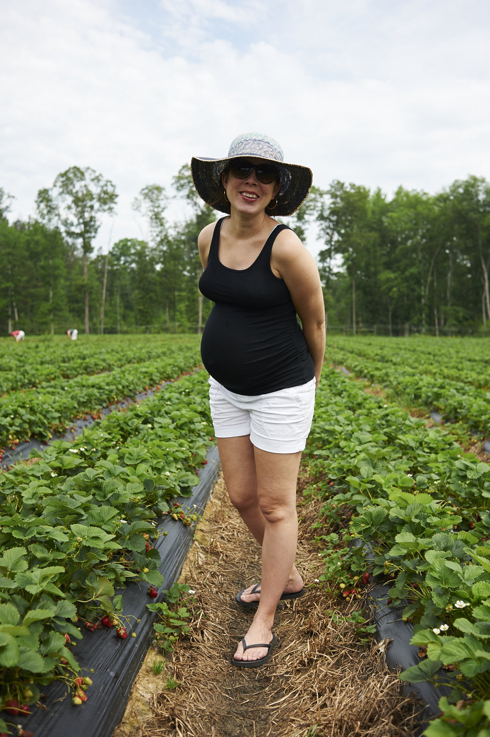 strawberry picking, lccl farm, rome, GA, family, lifestyle photography, its the everyday, pregnancy, motherhood, 35 weeks,