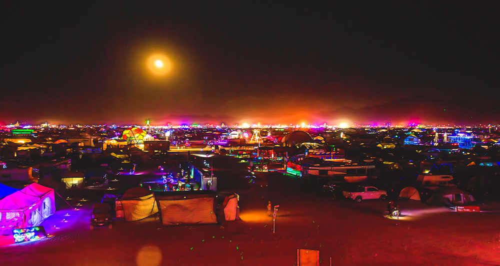 At night the entire area rises up from the dust and into a glow of neon-colored lights.