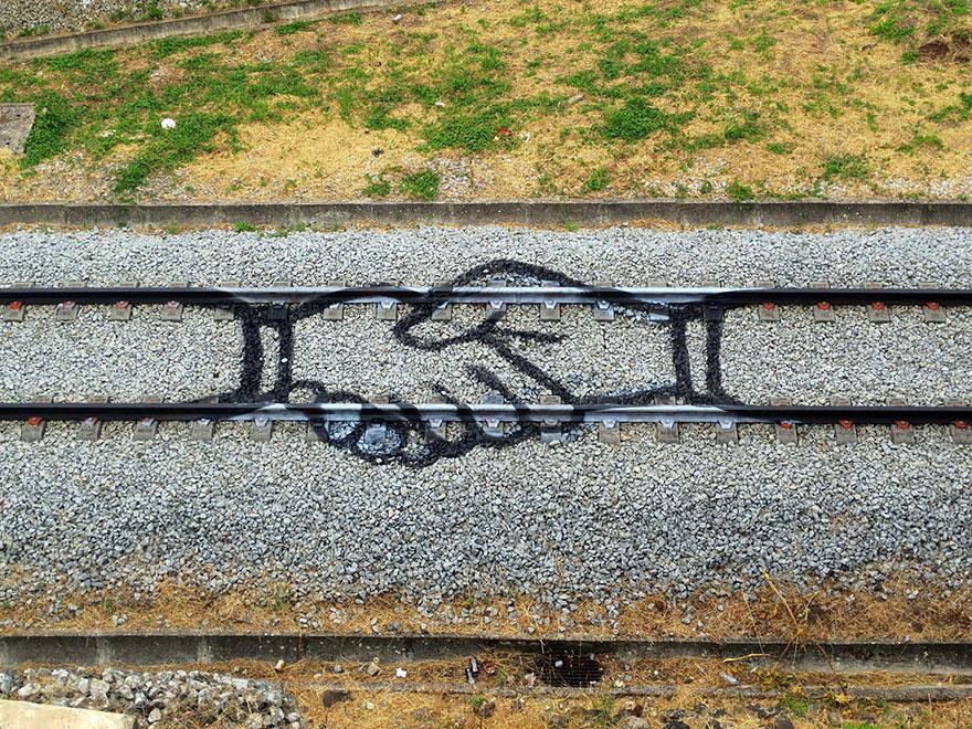 railway-train-tracks-portugal-street-art-artur-bordalo-1.jpg