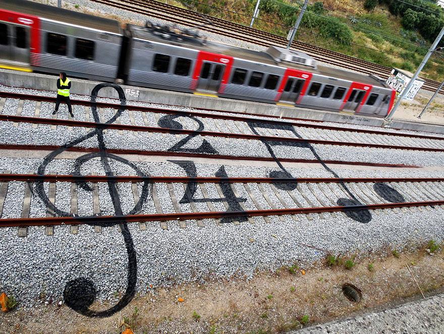railway-train-tracks-portugal-street-art-artur-bordalo-2.jpg