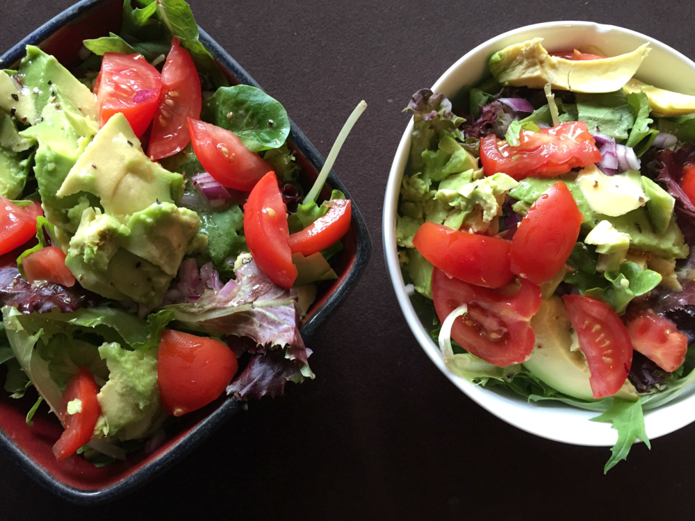 Spring mix, cucumber, red onion, tomato & avocado. I used an oil and lemon dressing
