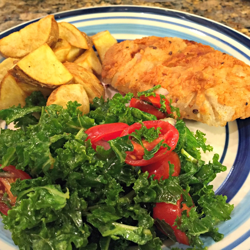 Vegan fried chicken, roasted potatoes & kale salad