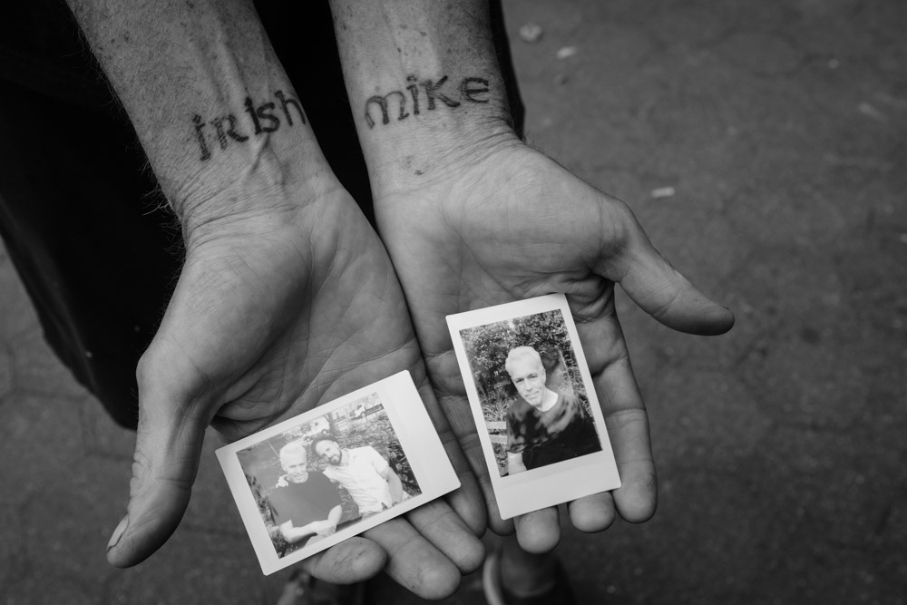 Sharing Instax mini prints from a little printer we carried in our bag. ~ #DoSomethingForNothing NYC ©Valérie Jardin