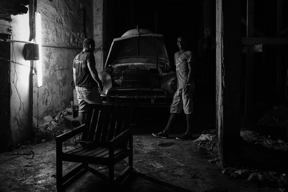 ©Valérie Jardin ~ Mechanics in Habana Vieja ~ Photo mentioned during the episode.