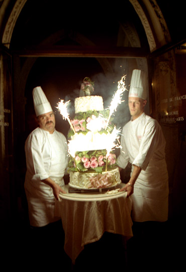 sparklers on a wedding cake