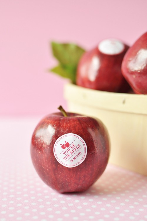 DIY_Valentine_Fruit_Stickers_5-500x753
