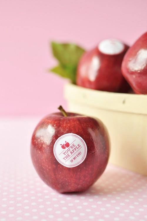 DIY_Valentine_Fruit_Stickers_5-500x753