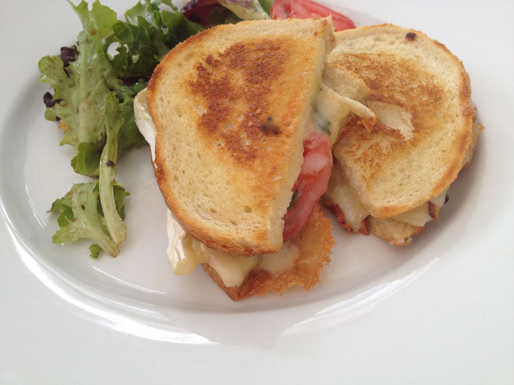 grilled brie cheese sandwich