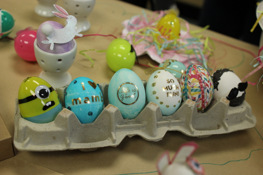 mambi:  Easter egg ideas with your scrapbooking products