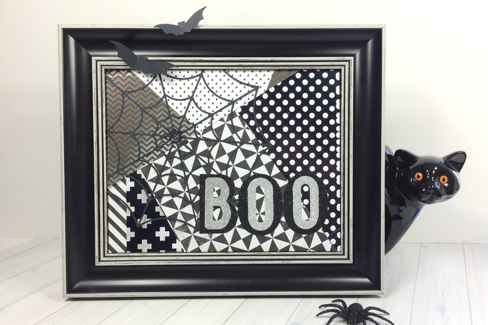 'BOO' frame