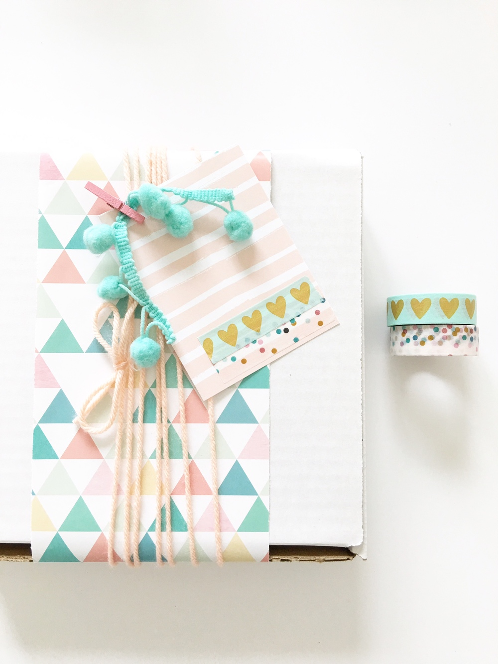 gift wrapping by mambi Deisgn Team Thuy Bui taken to a whole other level by using the new Expandable Paper Pads & POCKET PAGES™ cards | me & my BIG ideas
