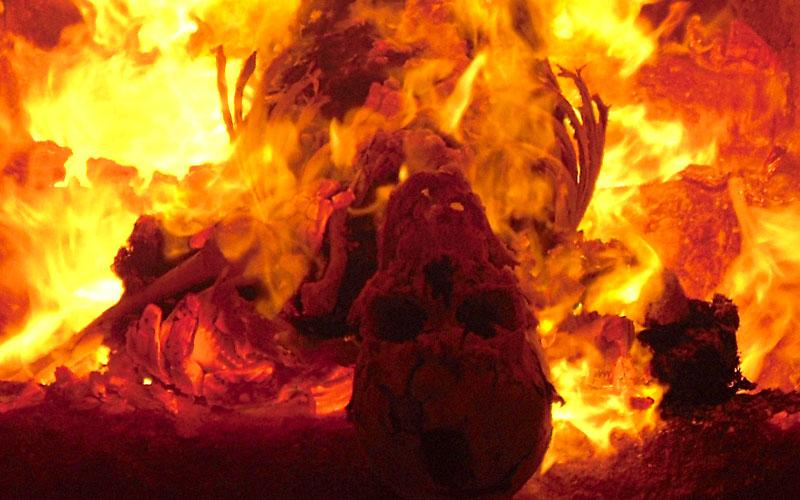 Cremación de un cuerpo muerto en Alemania*