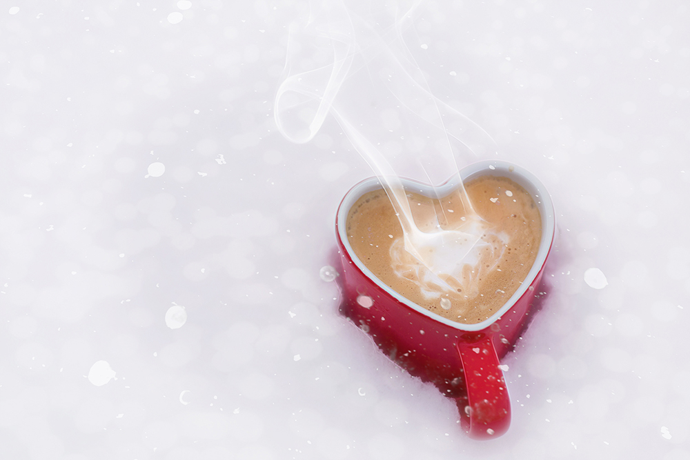 Foto gratis de taza de chocolate en invierno