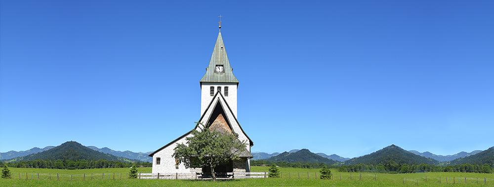 Foto gratis de iglesia en campo