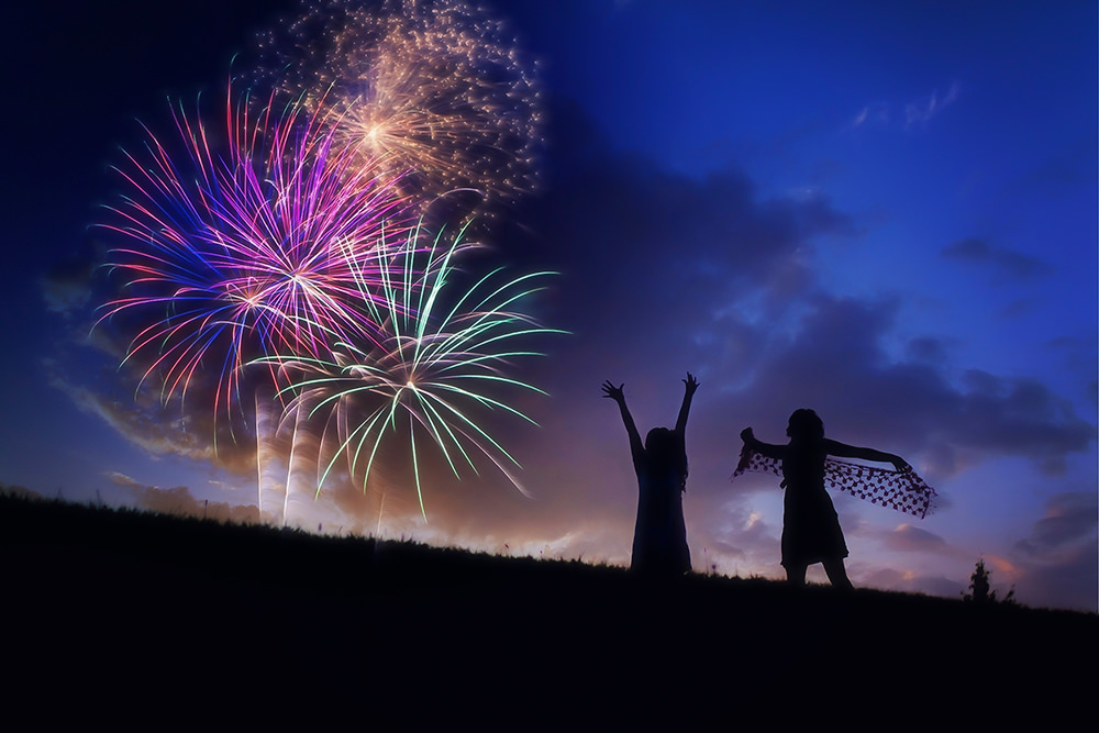 Foto gratis de fuegos artificiales en la noche
