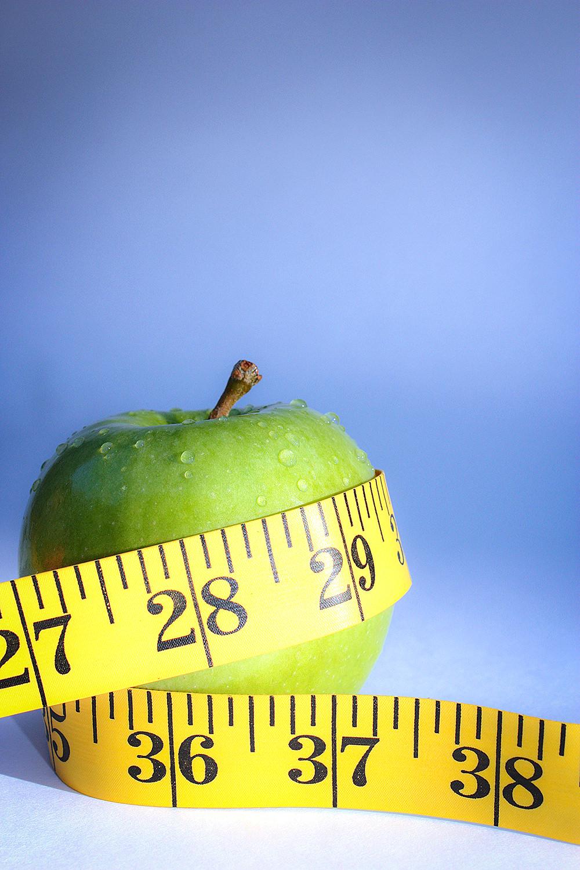 Foto gratis de manzana con cinta métrica