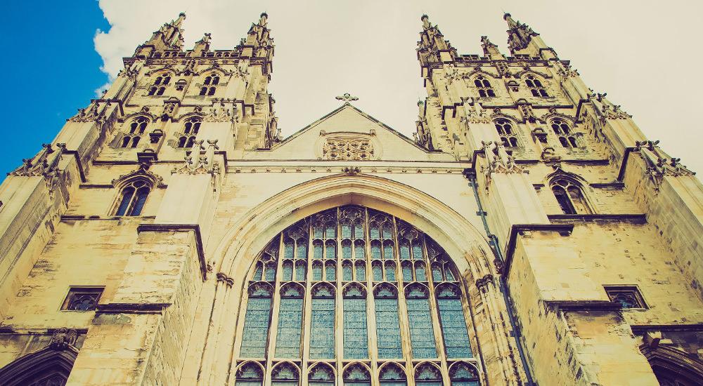 La Iglesia de Inglaterra Ordena Mujeres como Obispos