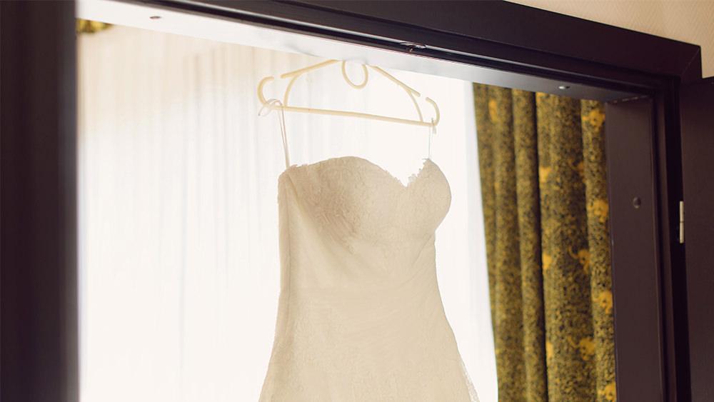 El Vestido Adecuado—¡¿No Me Diga?!