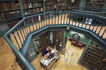 Bibliotheek Ets Haim vanaf de eerste verdieping (Bron: website Portugese Synagoge)