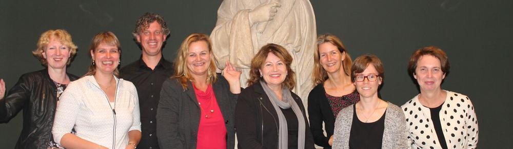 Van links naar rechts: Martina Borghmans (bestuurslid tot maart 2017), Marjolein Kranse, Coen Wilders, Hilde Klein (bestuurslid 2014-15), Marijke Mentink, Marjo Bakker, Judith Gulpers (bestuurslid 2013-16) en Marijke Rinkel.