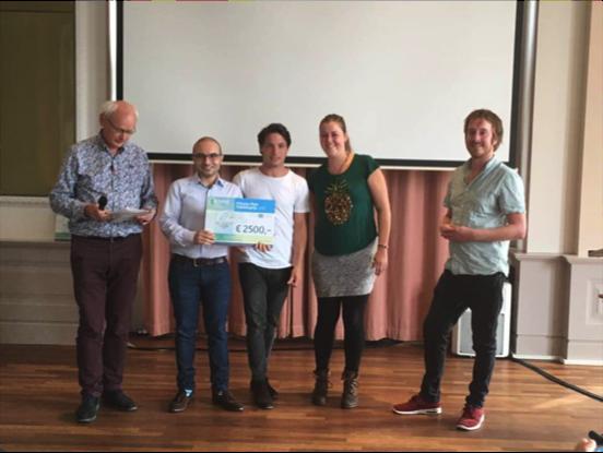 Het UCOOK team neemt de Prissma Pitch Publieksprijs in ontvangst.Foto: Hans de Man