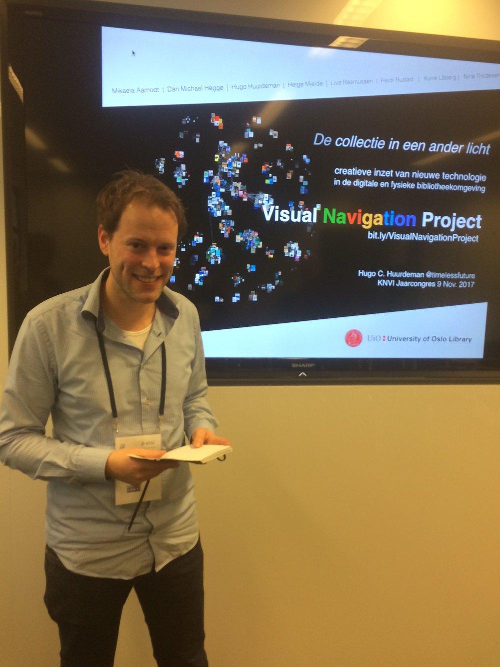 Hugo Huurdeman zet de collectie van de UB Oslo in een ander licht (foto: Marjo Bakker)