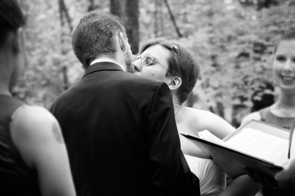 WeddingKissBlackandWhitePhotographer.jpg