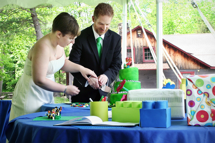 CreativeWeddingPhotos_CuttingTheCake-1.jpg