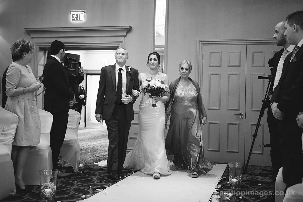 Karen_and_Nick_wedding_170_B&W_web_res.JPG
