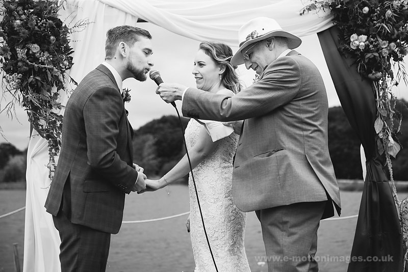 Sarah_and_Matt_160618_253B&W_web_res.JPG