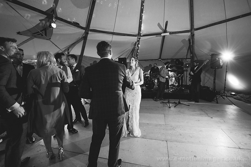 Sarah_and_Matt_160618_414B&W_web_res.JPG